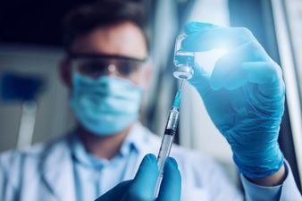 احتمال آغاز واکسیناسیون عمومی از خرداد ۱۴۰۰ با